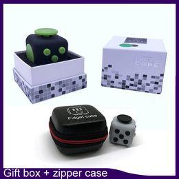 Wholesale Top quality Fidget cube color retailbox zipper case best quality matte touch silicone five button