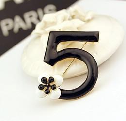 Wholesale Fashion Luxury Charm Infinity letters brooches Flower scarf buckle rhinestone brooch