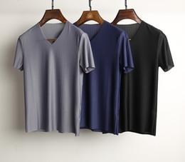 New Stapled Grain Fabrics Seamless Cut Smooth V Collar Short Sleeve T-Shirt Men