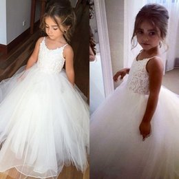 Cheap Spaghetti Lace And Tulle Flower Girl Dresses For Wedding White Ball Gown Princess Girls Pageant Gowns Children Communion Dress BM0990