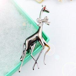 Retro girafe cristal deux couleurs écharpe épingles de haute qualité nouvelle conception élégante mode concise broche classique broches écharpe GLN810 à partir de girafe haute fabricateur