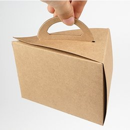 Wholesale 13x9 x9cm Handle triangle kraft paper gift box New food grade leather packing cases Pyramid Creative Cheese Hard Cardboard Box
