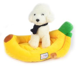 Wholesale Top Rated Soft Sponge Banana Pet House For Dog Bed Catoon Cat Lovely Warm Pet Living Supplies Banana Pet Bed