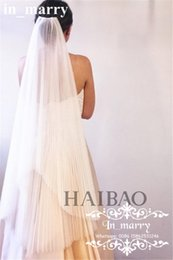 Wholesale New Designer Pleated White Tulle Wedding Bridal Veils with Comb Two Layers Elbow Length Cheap Country Beach Arabic Veils For Bride