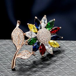Beaux colliers à vendre-Magnifique Micro tournesol avec zircone Broche Cristal en or or platine et platine Broche Broche