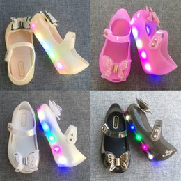 Promotion chaussures à chaussures mignonnes LED lights girl Bow Princess Chaussures Cute Summer baby girls Sandales Sabots Chaussures pour enfants Chaussures sandales et pantoufles pour bébés 1279
