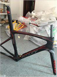 Acabado mate en Línea-Marcos de carbono UD Weave Brillante mate acabado Blanco Negro Rojo Full Carbon bicicleta conjunto de cuadros con tenedor + auricular + sillín + abrazadera