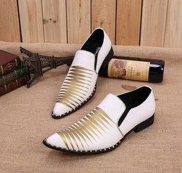 2017 los hombres hechos a mano de los zapatos oxford Spike Blanco vestido de boda nupcial zapatos remaches Studded cuero Oxfords hecho a mano formal italiano zapatos para hombres los hombres hechos a mano de los zapatos oxford promoción