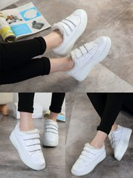 Wholesale Winter sports shoes shoes with Velcro white cashmere British style thick bottom female muffin bottom shoess