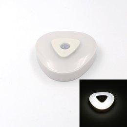 Armarios niños en Línea-Venta al por mayor-mini infrarrojos inalámbrico de luz de sensor de movimiento de la luz de los niños de batería Powered pared de emergencia armario de la lámpara de la noche gabinete