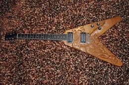 Acheter en ligne Voler v-Guitare électrique de 6 cordes Flying V style HH pick-ups Guitare de dragon sculpté À la main corps de cendre OEM service usine fournissent directement