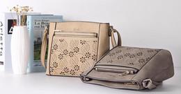 2016 petits sacs à main marron REALER brand vintage sac bandoulière petit sac à bandoulière creuse sac à main flap fleur + porte monnaie gris / beige / marron bon marché petits sacs à main marron