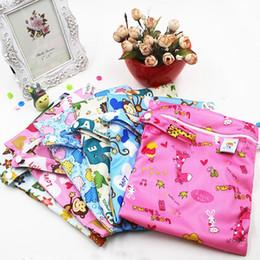 Acheter en ligne Bébé tissu réutilisable couche nappy-Vente en gros PUL sacs humide Baby imperméable tissu sac à couches unique fermeture à glissière Imprimer bébé réutilisable sacs à sec mouillé Wetbags 25x20cm