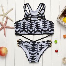 Descuento xl negro tankini 2017 Nueva ropa de playa Racerback recortado Bikini Set traje de baño Negro Padded Wire Free Geometric Impreso Push Up
