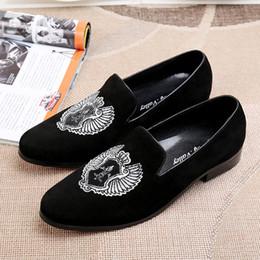 Acheter en ligne Broderie chaussures plates-2017 Nouveau Style Hommes Mode Casual mocassins blancs broderie Hommes Hommes Velours Chaussures Parti et Mariage Hommes Chaussures plates