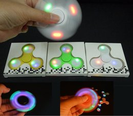 LED Light Up Fidget Hand Spinner Finger Triangle Finger Spinning Toy EDC Focus Gyro Decompression Fingers Tip Tops Toys