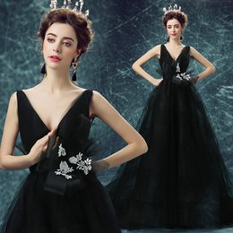 Preto cetim robes mulheres On-line-Gorgerous Black Prom Dresses Robe De Soiree A Line V Neck Vintage Satin Mermaid Evening Gowns For Women