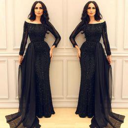 Что у араба под платьем