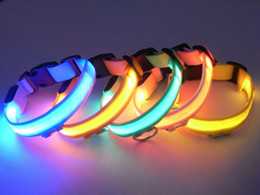 Wholesale 2 cm dog LED dog neck collar light large and small circle of color can be mixed with insulating sheet