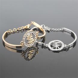 Pulseras populares de la letra para las mujeres pulseras frescas colgantes de metal pulseras del encanto del corazón brazaletes de joyas regalos Pulsera brazalete de acero de titanio