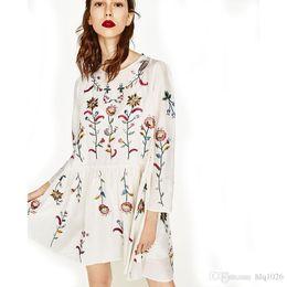 шелковое платье на женщине и в чулках онлайн