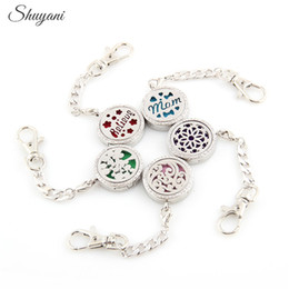 Wholesale Alloy Flower Tree Aromatherapy Locket Keychain Essential Oil Perfume Diffusing Magnetic Locket Pendant Mix Styles