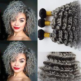 Acheter en ligne 24 profonds faisceaux de cheveux bouclés-Dark Roots 1B Gris Ombre Deep Wave Brésilienne Cheveux Virgin 3 Paquets Two Tone Grey Ombre Cheveux Naturels Bouclés Fins Extensions