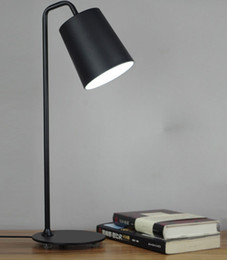Mesa moderna habitación lámparas en Línea-Contemporáneo contraído lámpara de escritorio de LED de hierro forjado el aprendizaje que el escudo de un ojo de la creatividad personal estudio de oficina de dormitorio lámparas de mesa