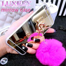 Compra Online Anillo de metal espejo-Para el iPhone 7 7 más la caja de lujo del espejo de la galjanoplastia de la caja del anillo del metal de la bola del peluche para el iPhone 5s se 6 6s más el borde s6 s7 s7 de Samsung
