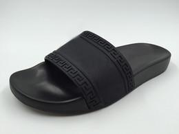 Wholesale new arrival vers men fashion causal flat rubber sandals mens beach slide sandals male medusa slippers boys indoor flip flops