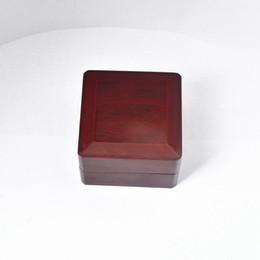Championnat Ring Display Box Boîte en bois pour le championnat (Bois, 1 trous) 65 ** 65 * 45mm Rouge woods holes deals à partir de trous bois fournisseurs