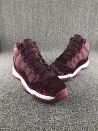 Wholesale New Retro Velvet Heiress Flower Pattern Men Basketball Shoes s Velvet Wine Red Night Maroon Sports Sneakers With Shoes Box