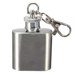 Promotion alcool trousseau Vente en gros - vente chaude robuste durable portable 1 oz mini en acier inoxydable flasque alcool vin bouchon avec keychain
