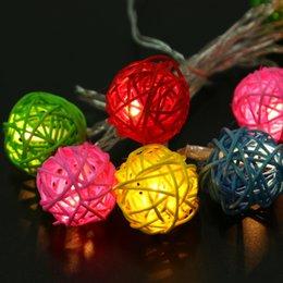 2017 luces de hadas blancas con pilas Venta al por mayor- cálido blanco 10 LED marroquí bola guirnalda de luces de Navidad Powered batería seca hada de la boda decoración de la casa lámpara luces de hadas blancas con pilas en oferta