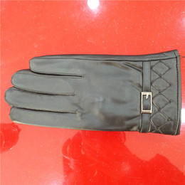 2017 new men's pure goat leather gloves box lattice metal buckle warm waterproof plush lining temperament gloves leather gloves
