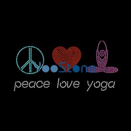 Descuento precio más bajo por mayor de china Precio bajo China Peace Love Yoga Rhinestone transferencia de hierro en el motivo de Hotfix Venta al por mayor