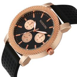Acheter en ligne Hommes robe gros de montre-Mode Montres Genève Femmes Hommes Montres de sport Silicone Casual Dress Quartz Montres-bracelets NUODONG Montres 100pcs / lot