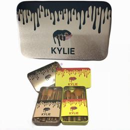 Promotion outils gratuits d'expédition Populaire multifonction 12 pcs Kylie professionnel cosmétique brosse Set + boîte métallique Livraison gratuite or ou jaune emballage