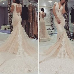 2019 V-neck Appliques Long Bridal Gowns Mermaid Wedding Dresses vintage Tulle Chapel Train for Sexy Plus Size short sleeves Brides gown