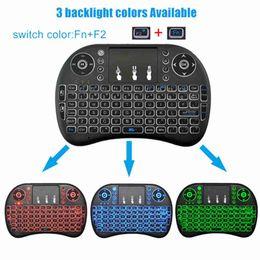 2017 teclado inalámbrico 2.4G volar aire ratón rii I8 touchpad batería incorporada 10 metros de distancia de funcionamiento color blanco negro 3 colores retroiluminados desde distancia de vuelo proveedores