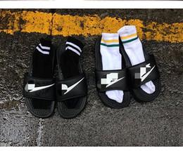 2016 Nuevo G-Dragon el mismo estilo calza los deslizadores de los hombres de las mujeres que las señoras sandalan los deslizadores famosos de la playa de los pares de los rasguños Negro desde hombres zapatos nuevos estilos proveedores