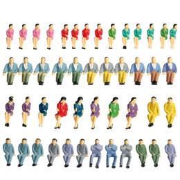 Figuras de la gente modelo en Línea-Venta al por mayor- 50Pcs sentado modelo de personas masculinas y femeninas pintado figuras tren de pasajeros modelo de personas modelo de diseño de la estructura 1:50 Escala