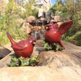 Resin crafts, birds shape, a pair of birds, gestures such as true, lifelike. An excellent choice for garden decoration.