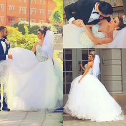 2016 mariage strass robe de cristal 2017 Robes de mariée mousseux robe de bal sweetheart tulle blanche gonflé robe de mariée arabe avec cristaux strass abordable mariage strass robe de cristal