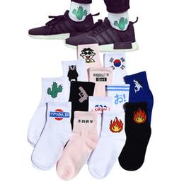 Wholesale Women Daily Socks Harajuku Korea Japanese Cotton Kitten Flame Ulzzang Socks Men Chinese Cactus Gun Shark Alien Students Socks