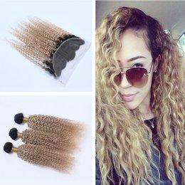 Promotion 27 bouclés ombre Honey Blonde 1B 27 ensembles de cheveux humains avec front Kinky Curly Ear to Ear Frontal avec Ombre 1B 27 Hair Extension 4Pcs / Lot