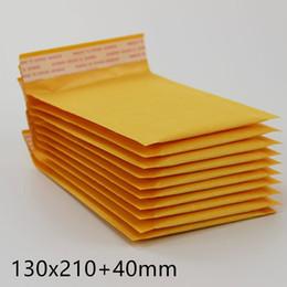 Compra Online Burbuja de papel kraft-130 * 210 milímetros + 40m m Bolso amarillo del sobre del correo de papel de Kraft Bolso de la burbuja del PE rellenó los bolsos de empaquetado de los envíos Suministros de envío