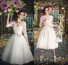 2016 New Vintage Tea Length Wedding Dress with 3 4 Long Sleeves White Ivory Lace Tulle Bride Gown Robe de mariage casamento Vestido de noiva