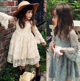 Promotion nouvelles robes de filles de noël Filles robe princesse automne Nouveaux enfants de dentelle falbala manches robe enfants dentelle creux brodé robe enfants robe de soirée A9980