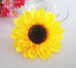 100pcs 7CM tournesol tête de fleurs en soie artificielle pour mariage maison bridal bouquet décoration 2017 nouveau style à partir de nouveaux bourgeons floraux fabricateur